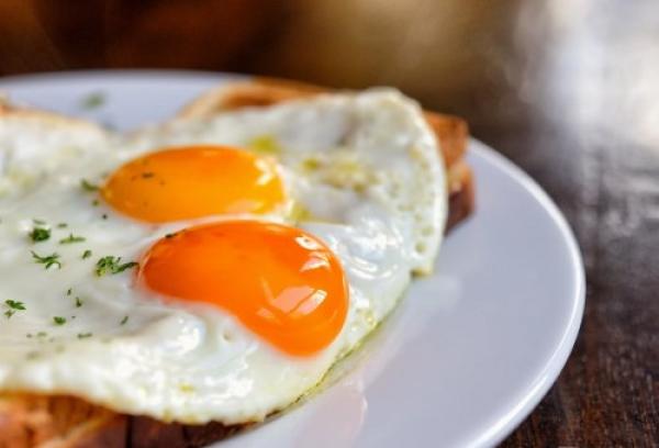 he aquí lo que sucede en tu cuerpo cuando comes 3 huevos todos los días … todo mundo deberia saber esto !!