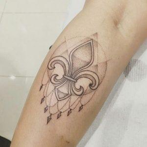 tatuajes-con-simbolos-flor-de-lis