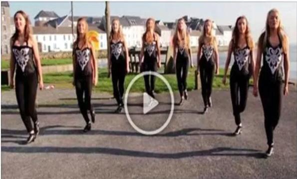 Chicas irlandesas bailando una danza hipnótica